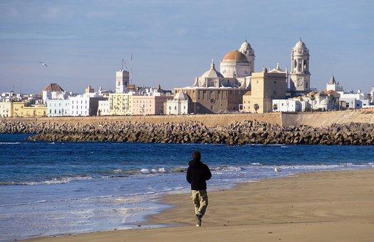 Lucha conjunta de la Junta de Andalucía y el Ayuntamiento de Cádiz contra los guías turísticos ilegales