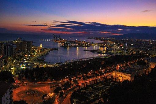 Málaga hoy: La Costa del Sol, primer destino español que llega a Emiratos Arabes Unidos tras la pandemia