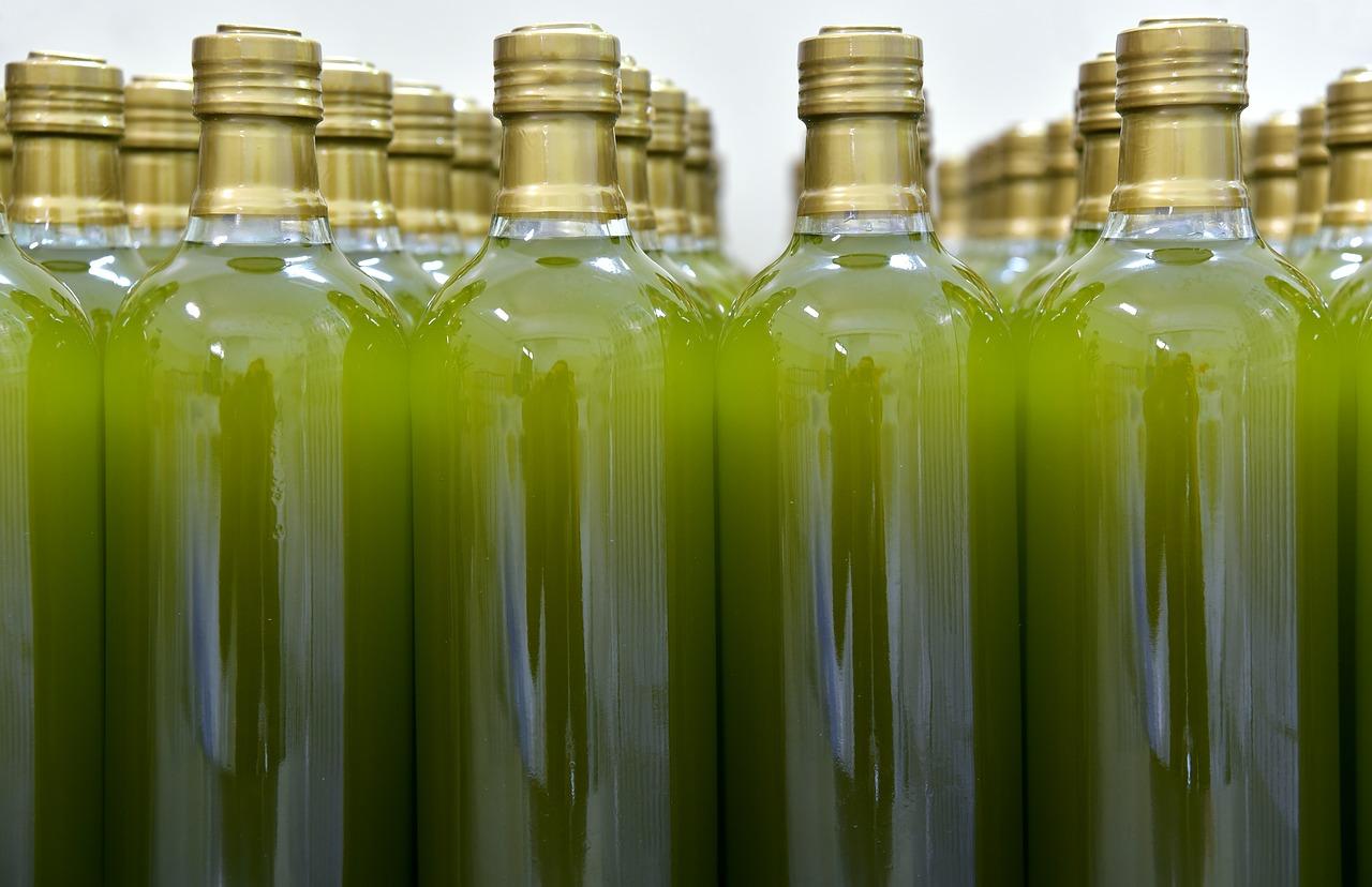 ¡Ojo! El precio de una misma botella de aceite de oliva puede salirte hasta un 75% más caro según el establecimiento en el que lo compres