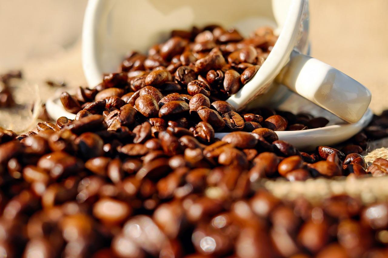 Una investigación asocia el consumo habitual de café con un menor riesgo de caídas en mayores