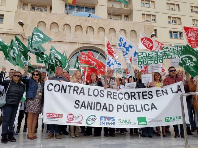 Los sindicatos intensificarán sus movilizaciones ante la impasividad de la Junta en los recortes de la sanidad andaluza
