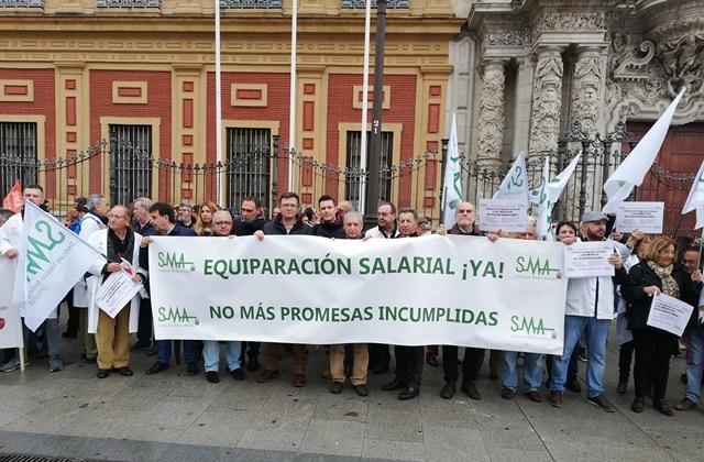 """Los médicos de Andalucía se concentran """"por las promesas incumplidas del gobierno de la Junta"""""""