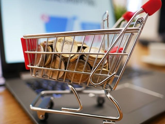"""¿Sabes el tiempo para las devoluciones o quién paga los gastos de envío en las compras """"online""""?"""