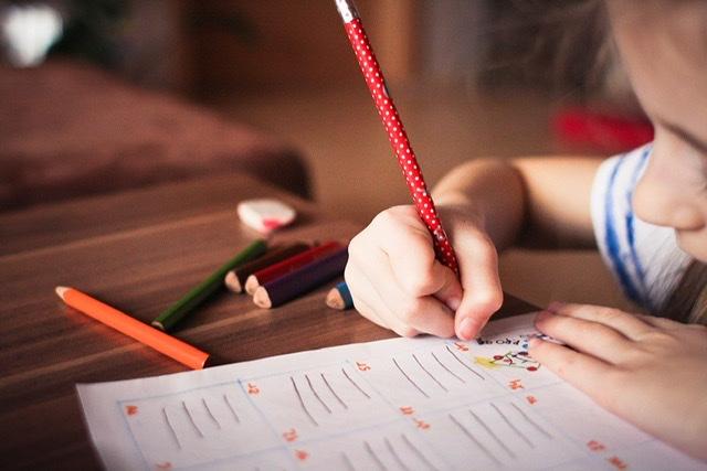 En Andalucía 20.000 niños y niñas con problemas de salud reciben clases en aulas hospitalarias o en sus propios domicilios