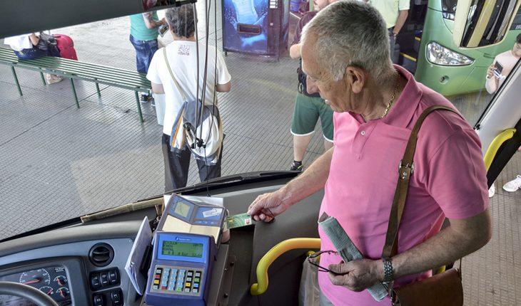 Mas de un millón de personas mayores tienen la «Tarjeta Andalucía Junta sesentaycinco» con la que consiguen descuentos