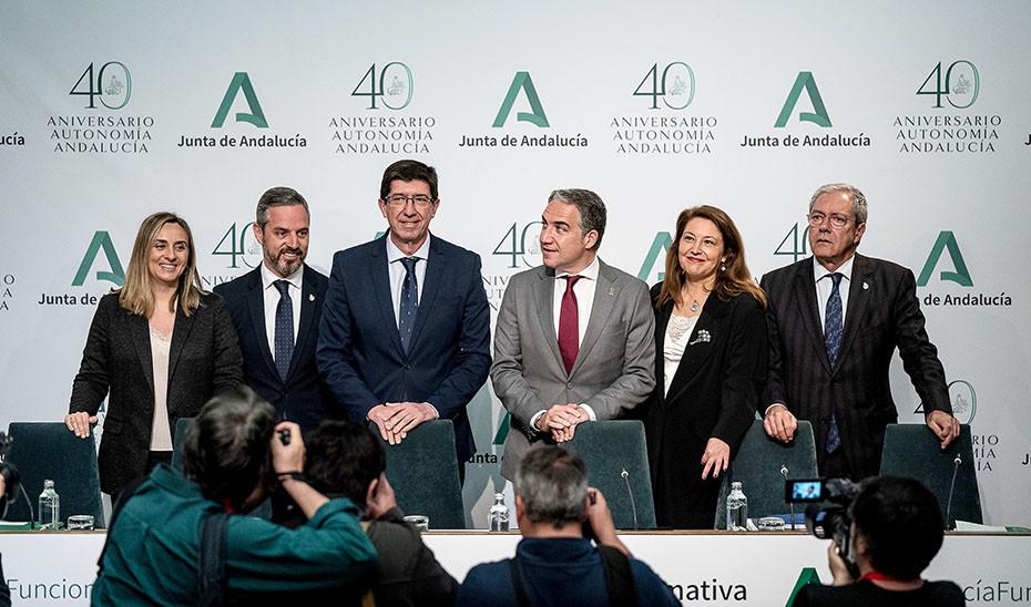 La Junta reforma por decreto y sin consenso 27 normas que afectan a la actividad económica