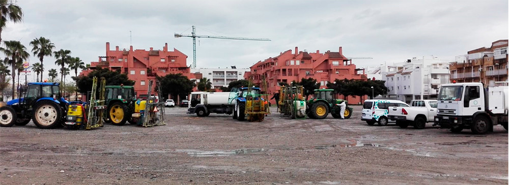 Los agricultores andaluces contribuyen para frenar el COVID-19 con labores de desinfección y entrega de equipos de protección