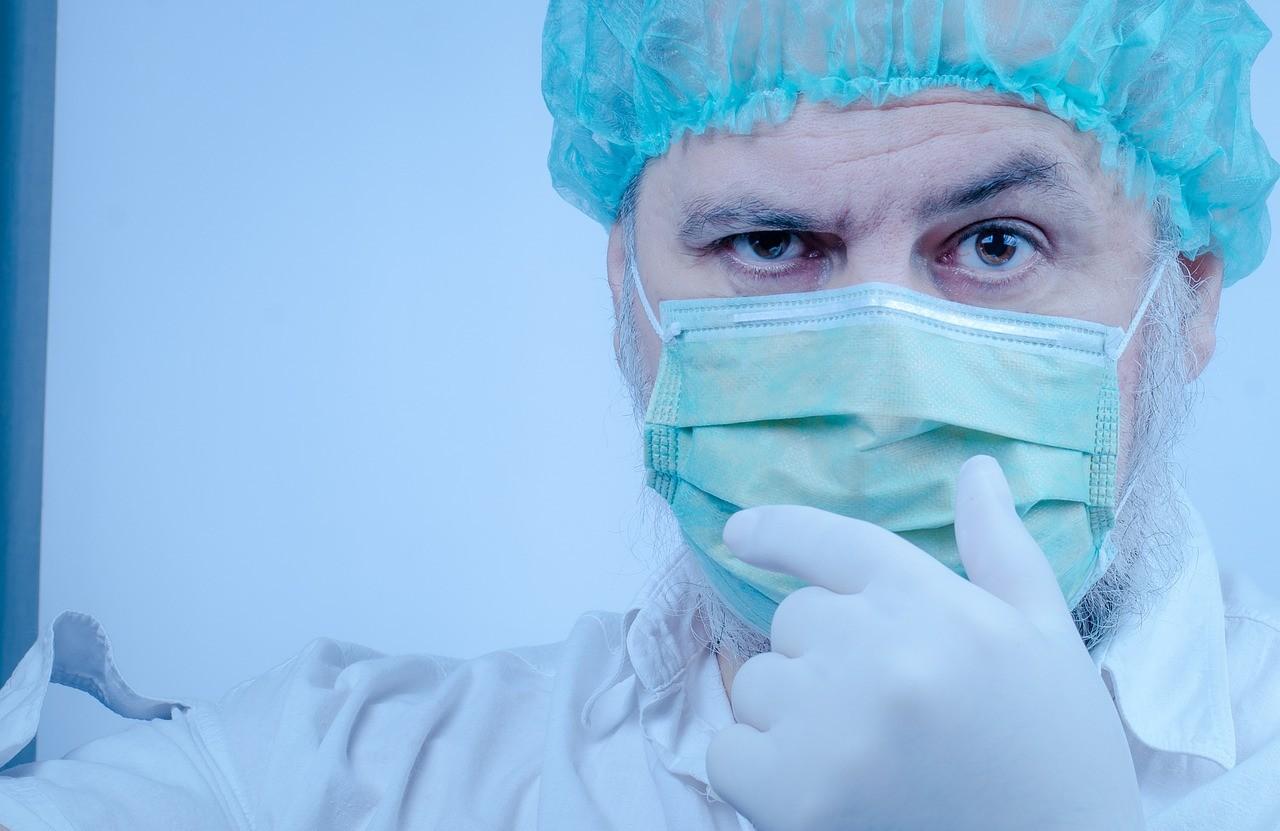 5.500 profesionales sanitarios contagiados, 1.500 más en 24 horas y sigue en ascenso
