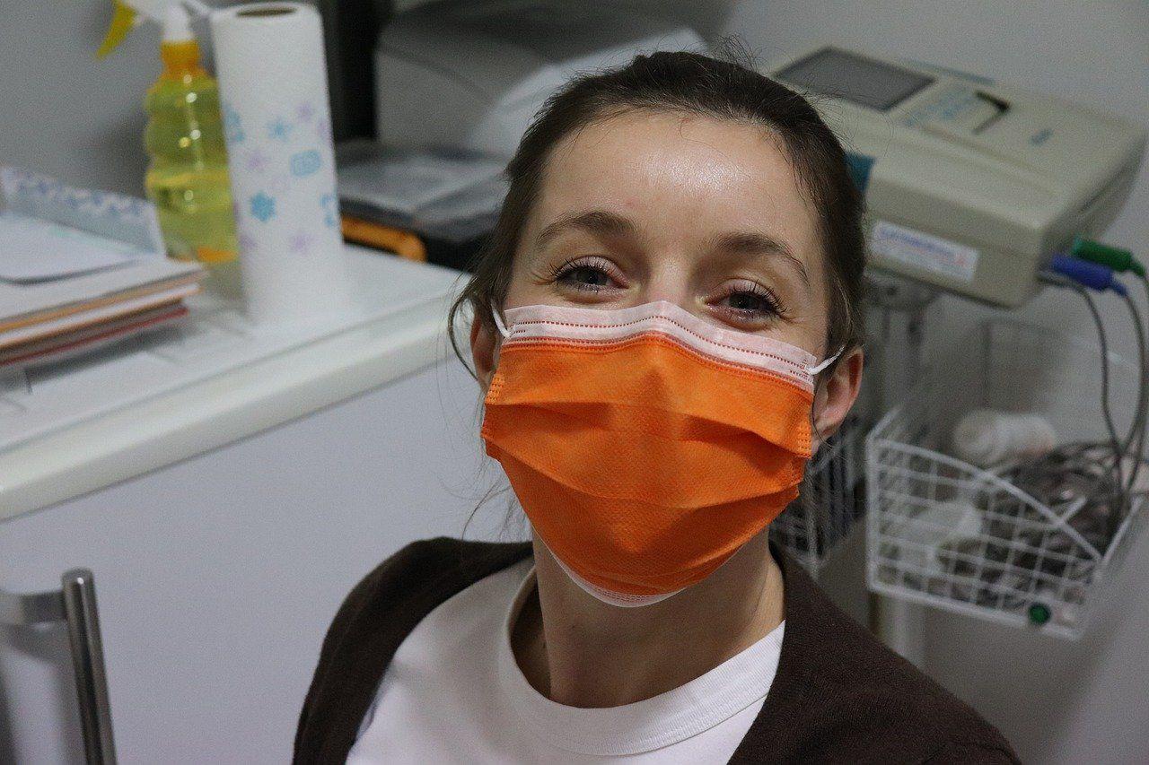La Junta incorpora médicos andaluces afectados por el coronavirus sin pasar un segundo test