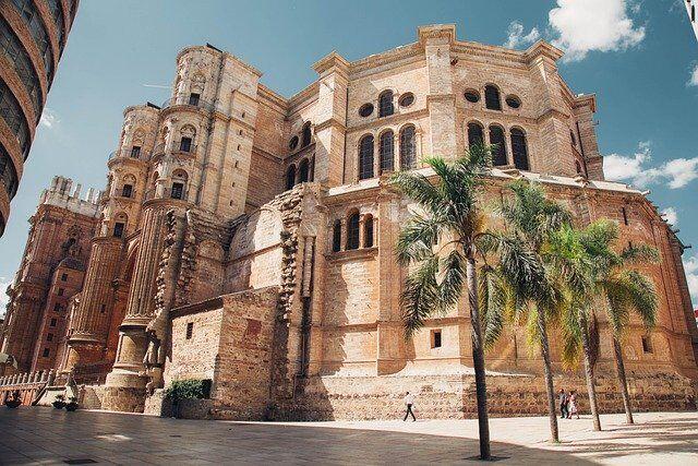 El tiempo en Andalucía hoy: Temperaturas significativamente altas en Almería y la costa malagueña