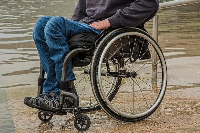 Las contrataciones de vigilantes de playa propuestas por la Junta de Andalucía «vulneran los derechos de las personas con discapacidad»