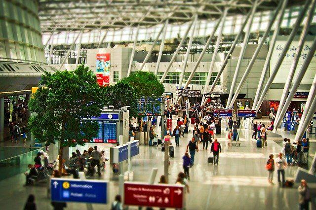 ¡Ojo! Las maletas de cabina que superen ciertas medidas pueden encarecer tu billete de avión hasta en 165 €