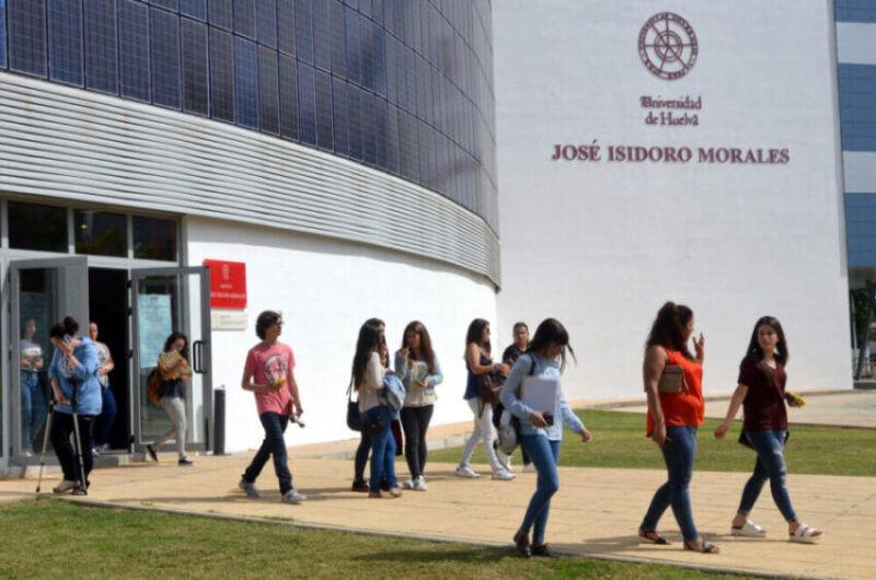 Los rectores de las universidades públicas andaluzas instan a la Junta a transferirles «ya» el dinero del fondo Covid del Gobierno