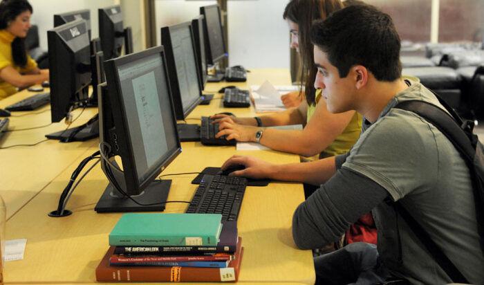 ¿Quieres encontrar trabajo con sólo acabar tus estudios? Estas son las titulaciones universitarias que te lo permiten en Andalucía