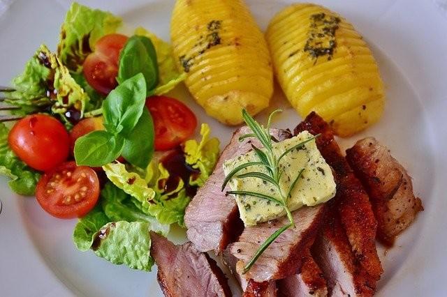 Filete de carne con verduras