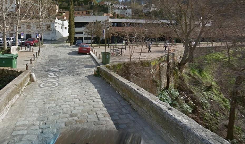 Heridas dos personas tras precipitarse desde un puente en Granada capital