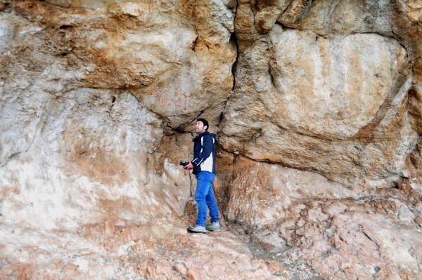 Abrigo de Los Machos y panel de arte rupestre esquemático. Universidad de Granada