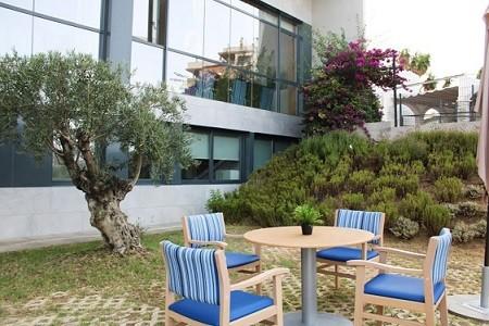 Nuevo brote de coronavirus en una residencia en Andalucía, que ya suma 102 personas ingresadas en las UCI