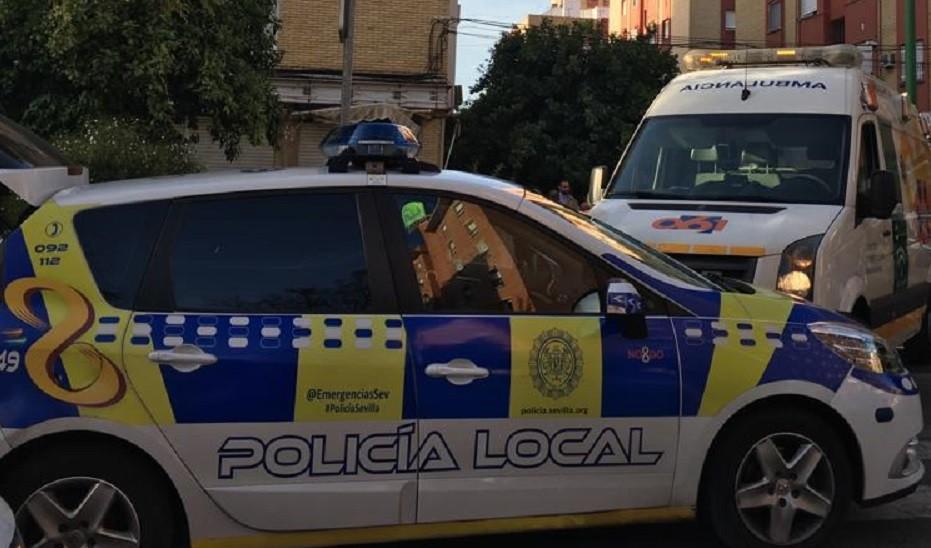 Herido un hombre tras precipitarse accidentalmente desde un balcón en Sevilla capital