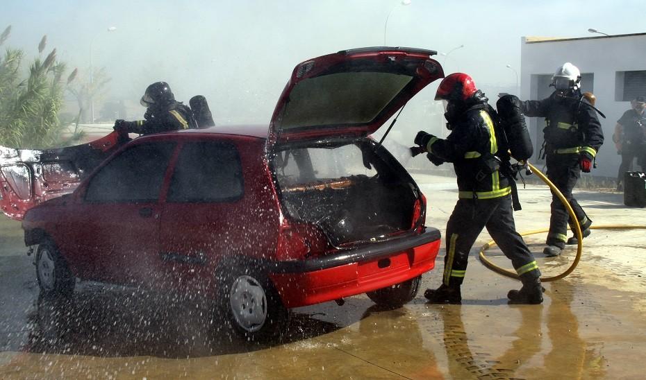 Arden catorce turismos en distintos puntos de Fuengirola sin causar heridos