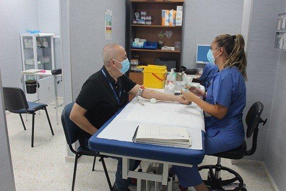 1.024 pacientes confirmados con COVID-19 permanecen ingresados en los hospitales andaluces, de los que 147 se encuentran en UCI