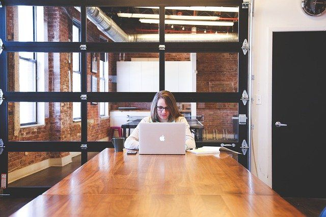 Las mujeres sólo ocupan 2 de cada 10 puestos de trabajo en las TIC de Andalucía
