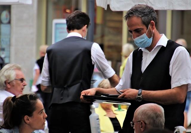 Los sindicatos piden que se mantengan los ERTES para evitar «despidos en masa»