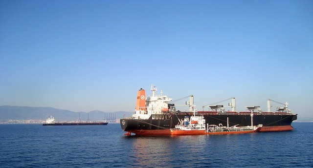 Ecologistas en Acción denuncian la contaminación atmosférica en el Estrecho de Gibraltar «procedentes de buques sin control»