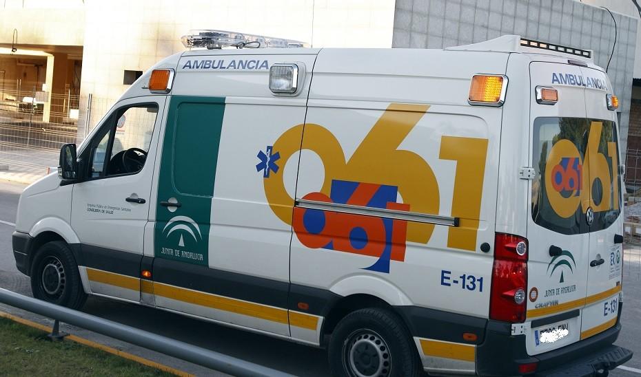Un motorista herido al colisionar su vehículo y una furgoneta en Córdoba
