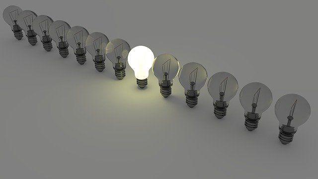 ¿Estabilidad o ahorro? Cómo acertar con tu factura de la luz y los cambios que se aproximan