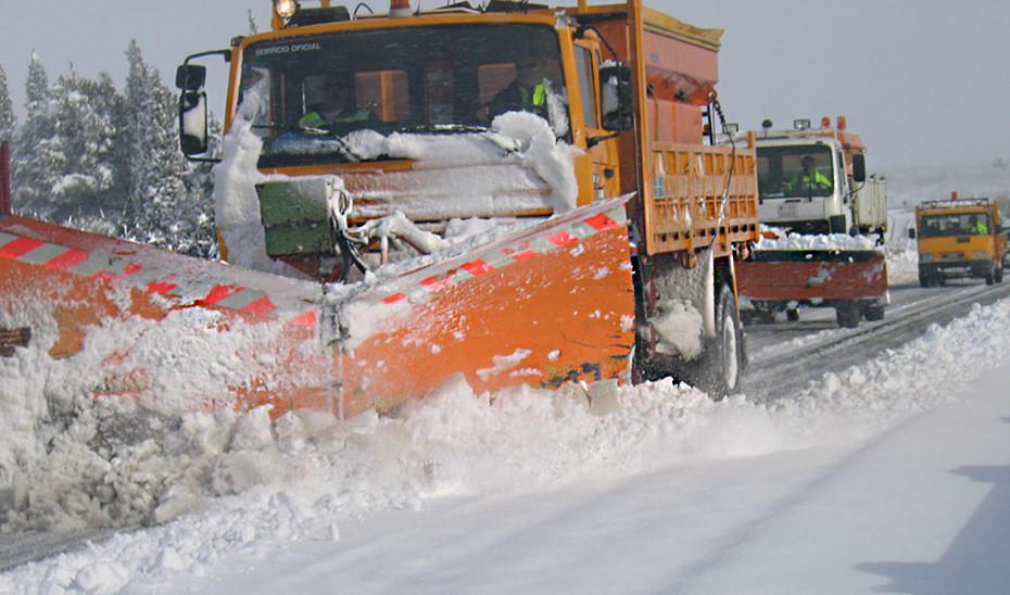400 operarios y 140 vehículos cuidarán del estado de las carreteras de Andalucía este invierno