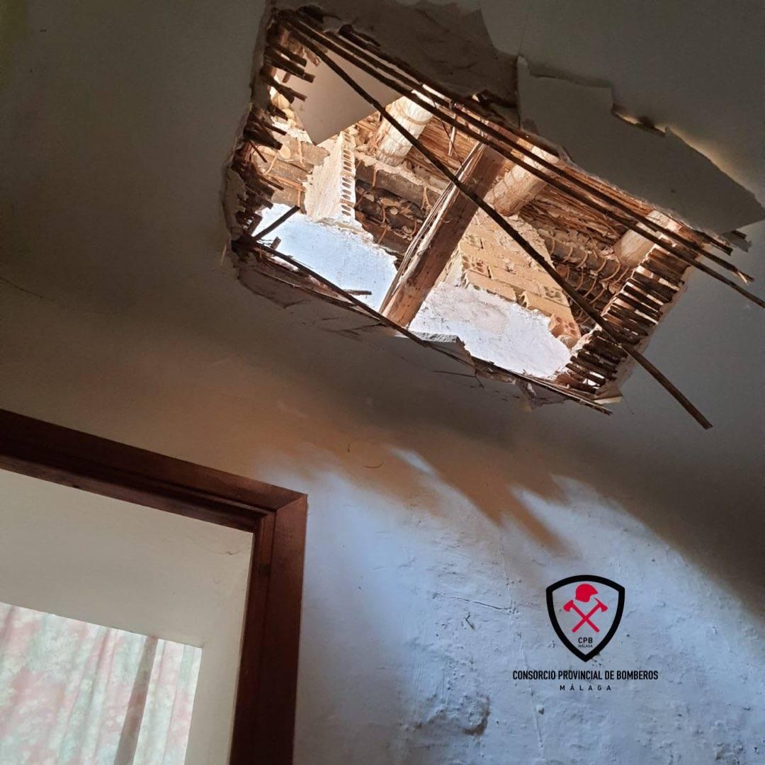 La caída parcial de un techo causa heridas a un menor en Alameda, en Málaga
