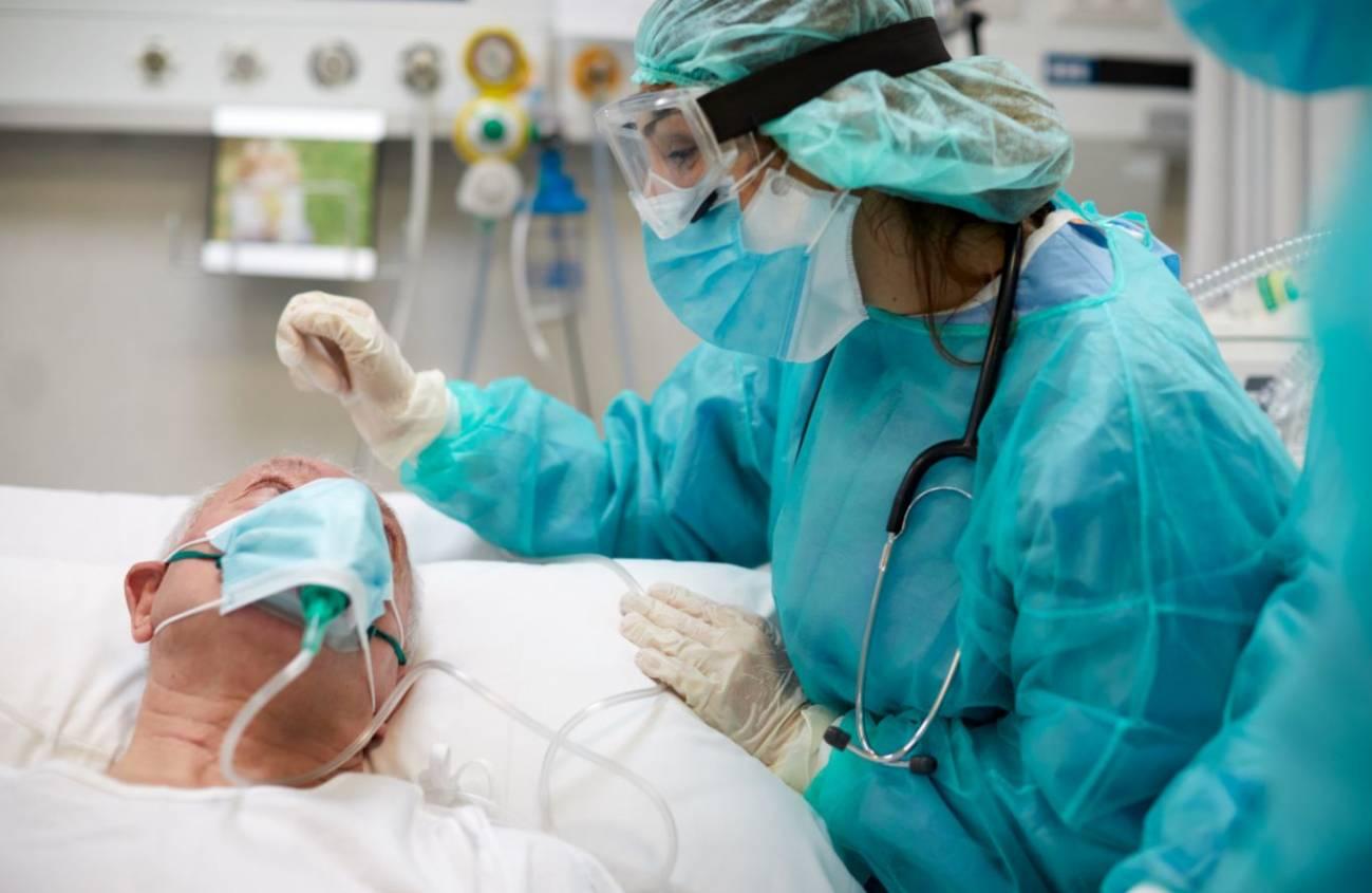 Ya son 4.417 las personas ingresadas por coronavirus en los hospitales de Andalucía de los que 624 se encuentran en UCI