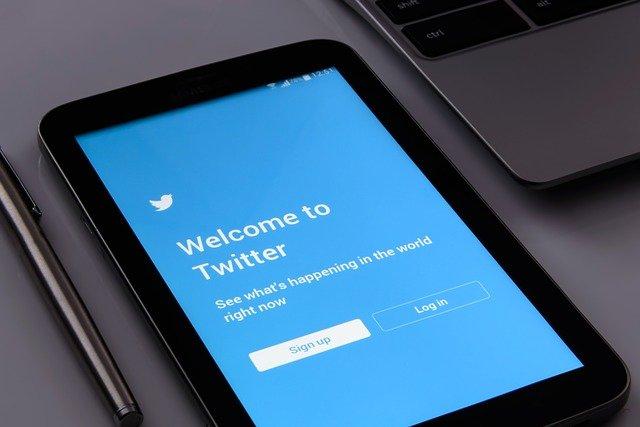 Twitter permitirá verificar 'algunas cuentas' este 2021: Te contamos cómo lo hará