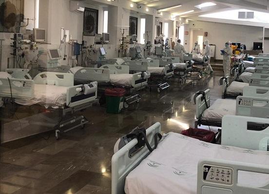 3.389 personas con coronavirus en Andalucía permanecen ingresadas de los que 677 se encuentran en UCI
