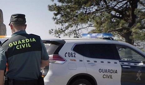 Tres heridos al chocar un coche contra una valla en la Glorieta de Casillas en Córdoba
