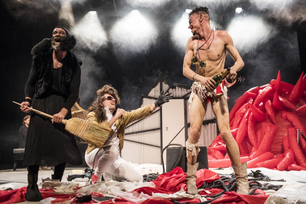 'Eins Zwei Drei' la nueva obra de Zimmermann en el Teatro Central. Foto: Augustín Rebetez