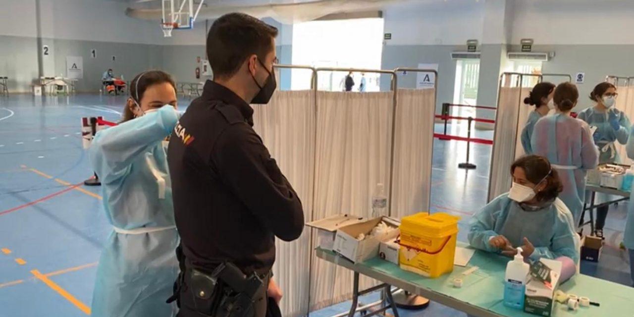 Incertidumbre en Andalucía entre los vacunados con AstraZeneca sobre la segunda dosis para la que aún no hay criterio