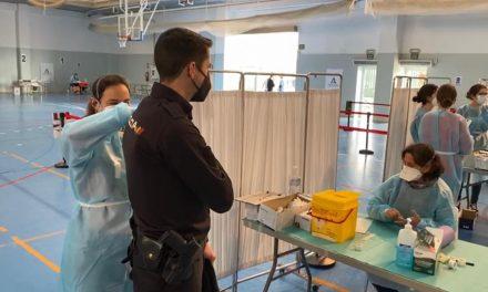 Comienza en Andalucía la vacunación con AstraZeneca a esenciales que recibieron la primera dosis: Te contamos dónde y cómo