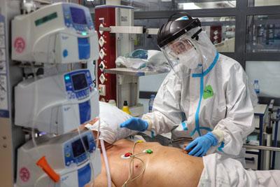 Andalucía roza los 90.000 casos activos de coronavirus con Sevilla, Granada y Málaga elevando su presión hospitalaria