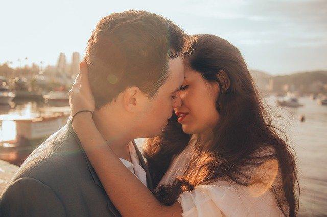 En el Día Internacional del Beso… ¿cómo está afectando a nuestras relaciones el no poder besar durante la pandemia?
