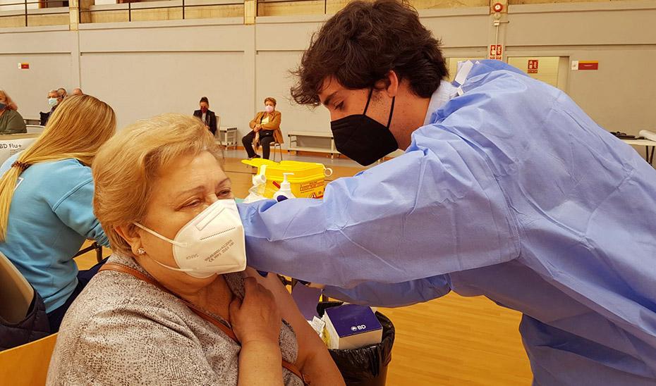 Salud busca a personas de 75 a 79 años que aún no se han vacunado contra el coronavirus en Andalucía