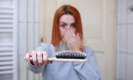 Te contamos cómo afecta el estrés al crecimiento (o la caída) del pelo