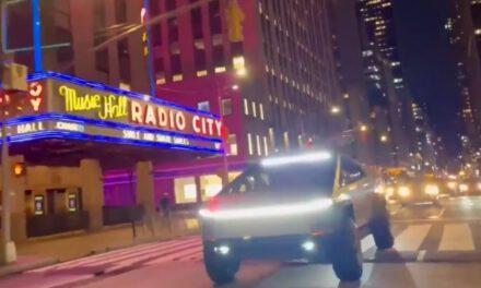 El prototipo de Tesla, el Cybertruck, se pasea por Nueva York y aquí te lo presentamos