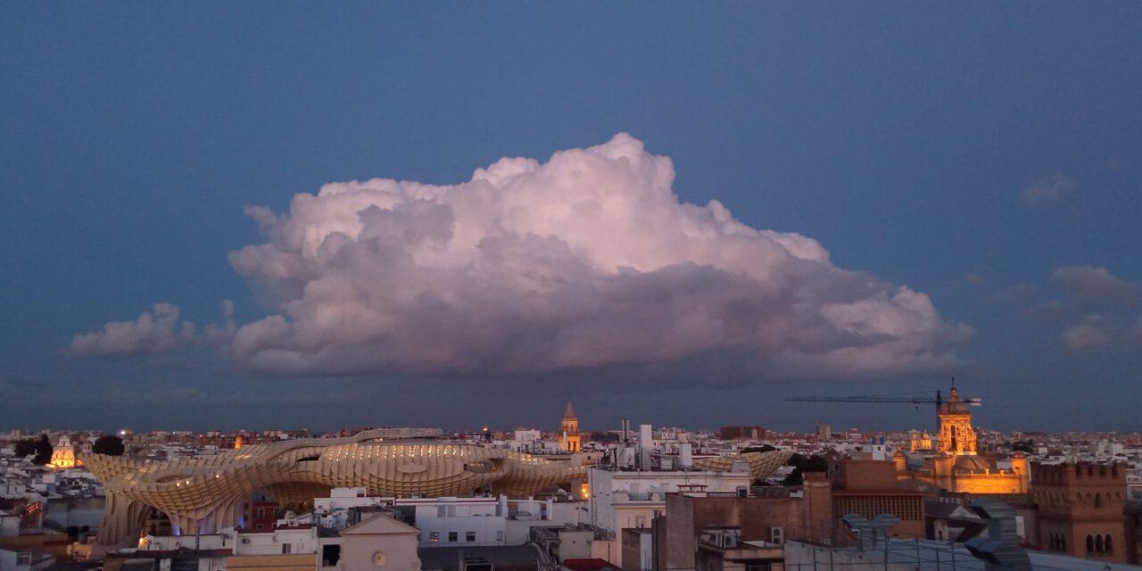 El tiempo en Andalucía hoy: temperaturas estables y no se descartan algunos chubascos en el interior oriental