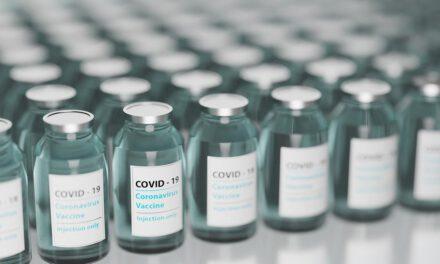 Combinar una dosis de la vacuna de Pfizer/BioNTech y otra de Oxford/AstraZeneca aumentan los efectos secundarios