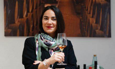 <span style='font-size:18px;'>Entrevistamos a:<br></span> María Carmen Martínez Granados, sumiller y diputada «Es sacrificado y duro, pero llena muchísimo profesionalmente»
