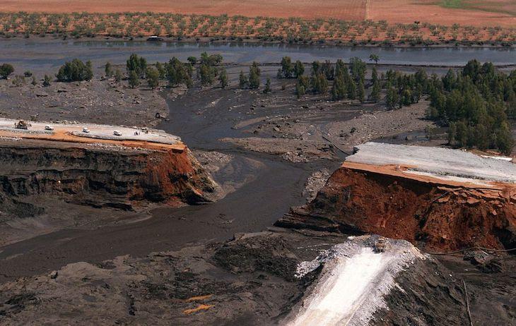 23 años después de la catástrofe del vertido de lodos tóxicos al río Guadiamar, Boliden sigue sin pagar 133,6 millones por los daños causados
