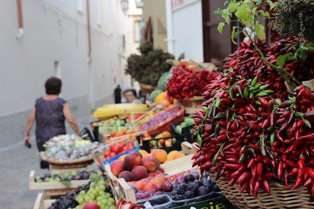 La campaña de inspecciones de tiendas en Andalucía no llega a los 200 controles al mes