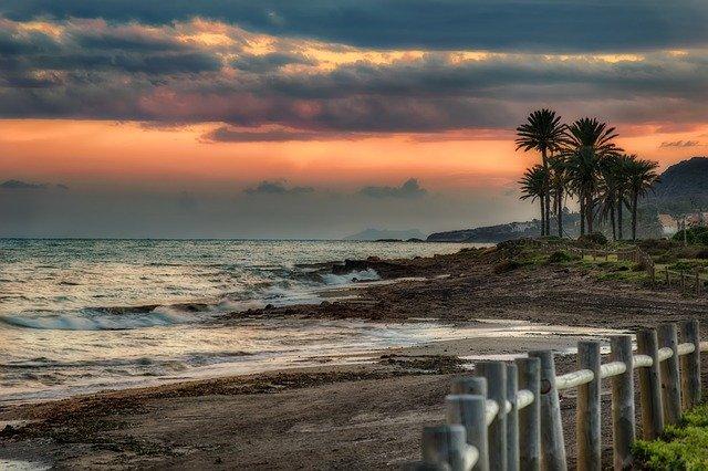 El tiempo en Andalucía: Nuevos chubascos este viernes que viajarán de oeste a este a lo largo del día